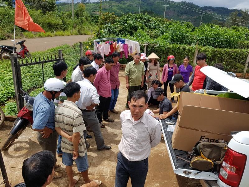 베트남 커피농장 농민들과 제품설명회.jpg